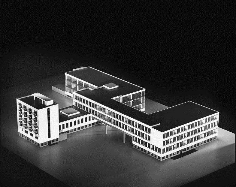 Edificio de la Bauhaus en Dessau / Walter Gropius